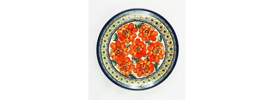 Ceramics Bolesławiec covers a wide cross-section of dishes for serving breakfast, lunch, coffee